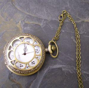 """Kapesní hodinky """"cibule"""" - starobronzové č. 3."""
