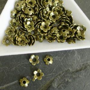 Kaplík kytička 6,5 mm - starobronzová