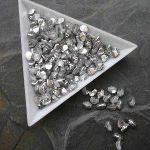 Mačkané korálky pohanka 5mm - čiré + stříbrný pokov