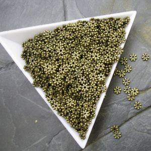 Kovový mezikus květinka cca 4mm - starobronzový
