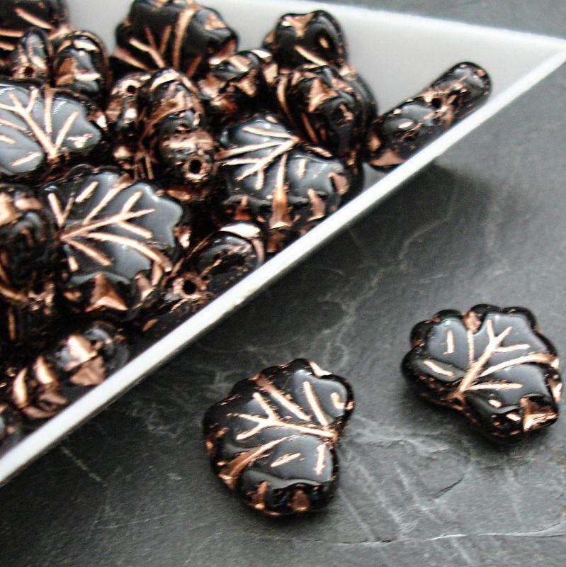 Mačkané korálky lístečky 13x11mm - černé s měděným žilkováním - 10 ks