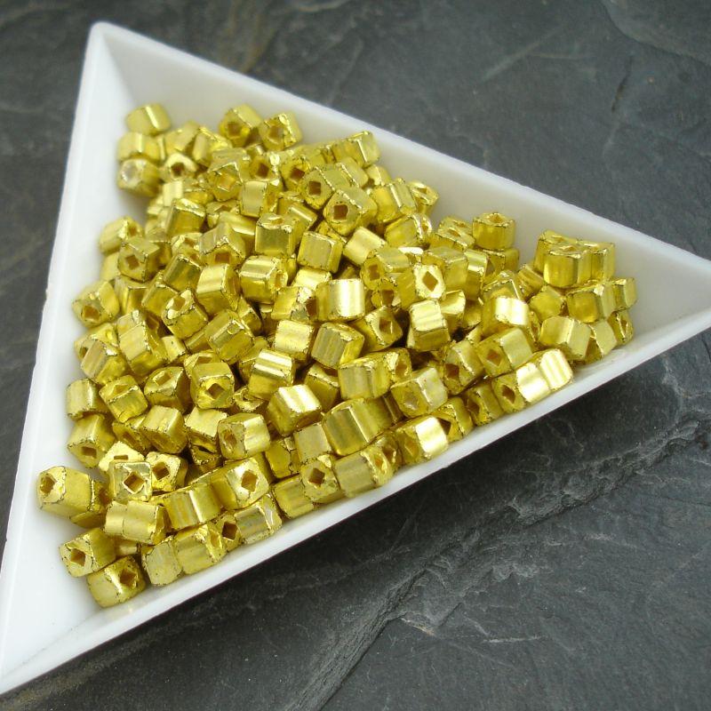 okajl kostičky cca 3-3,3mm - žluté - 10 g