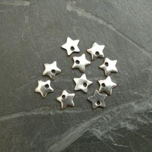 Přívěsek hvězdička 6mm - Stainless Steel 304 - 6 ks