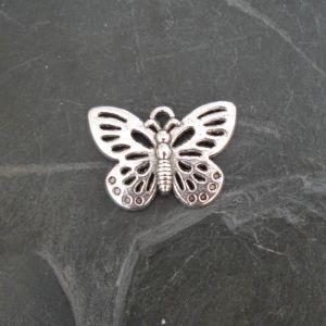Přívěsek motýl 25x17mm - starostříbrný