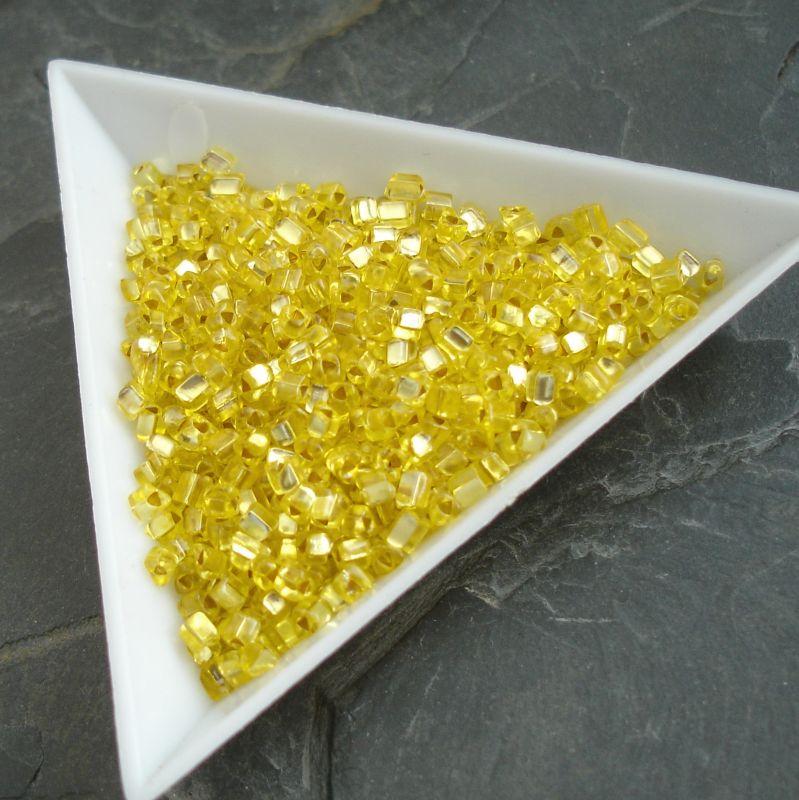 Rokajl žlutý - trojúhelníčky - cca 2,5x2,8mm - 10 g