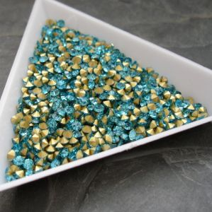 Skleněné šatony cca 1,6 - 1,7 mm - azurové - 50 ks