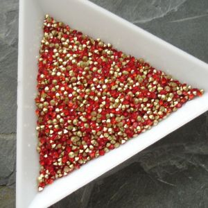 Skleněné šatony cca 1,6 - 1,7 mm - červené - 50 ks