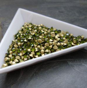 Skleněné šatony cca 2,1 - 2,2 mm - zelené - 50 ks