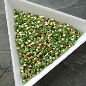 Skleněné šatony cca 2,7 - 2,8 mm - sv. zelené - 50 ks