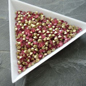 Skleněné šatony cca 3,0 - 3,2 mm - tm. růžové - 50 ks