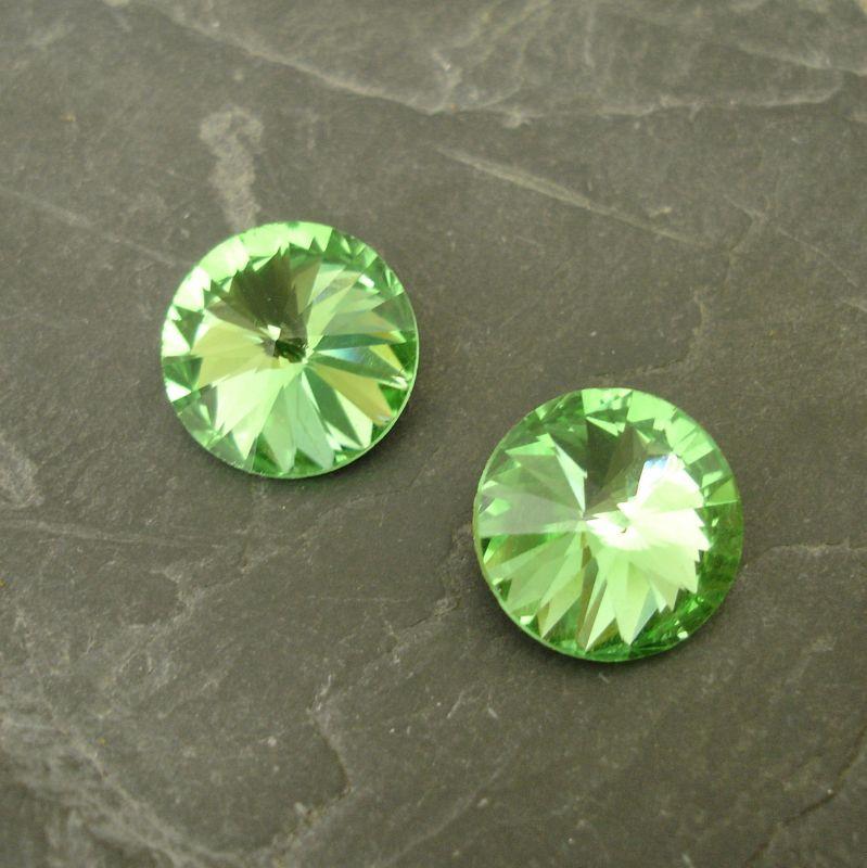 Skleněný broušený kamínek rivoli 14mm - sv. zelený