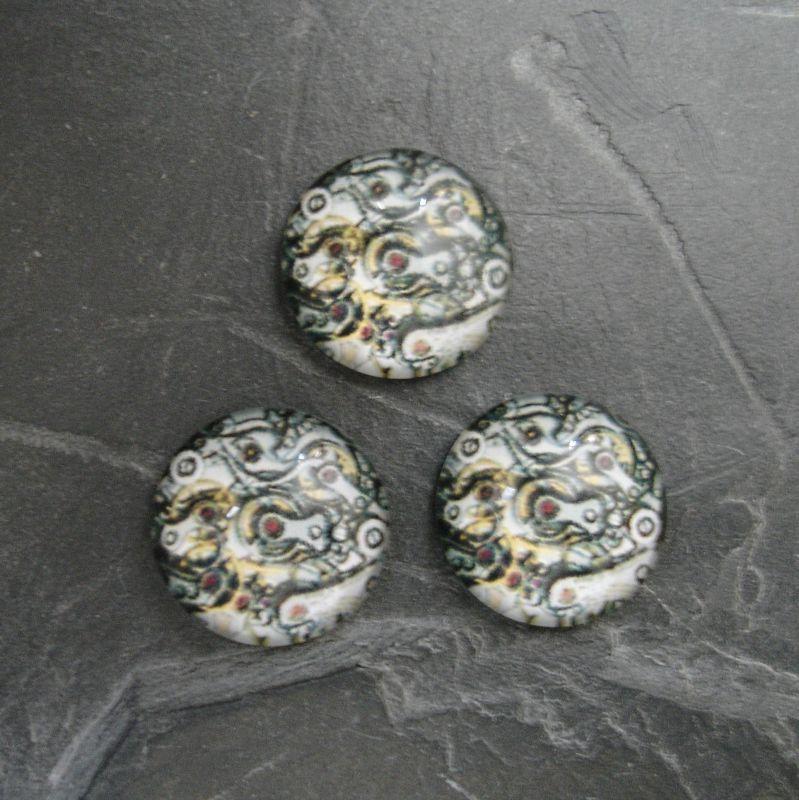 Skleněný kulatý kabošon cca 14mm s motivem hodinkového strojku - 1 ks