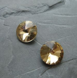 Skleněný broušený kamínek 12mm - žlutohnědý - 1 ks