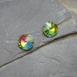Skleněný broušený kamínek 12mm - zelený duhový