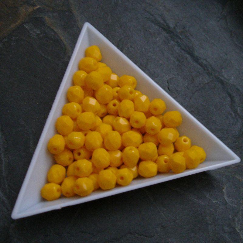 Broušené korálky 6mm - žlutooranžové - 10 ks