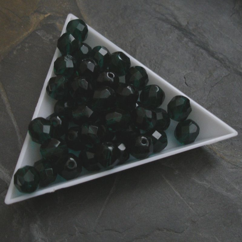 Broušené korálky 8mm - tm. zelené - 5 ks