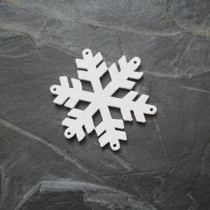 Přívěsek vločka 36x32mm - dřevěná - bílá
