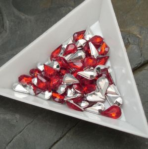 Kamínek akrylová kapka cca 5x8mm - červená - 10 ks