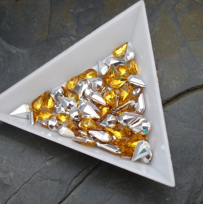 Kamínek akrylová kapka cca 5x8mm - žlutá - 10 ks