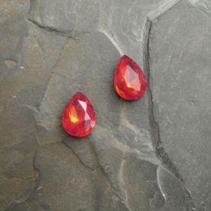 Skleněný broušený kamínek 10x14mm - červený
