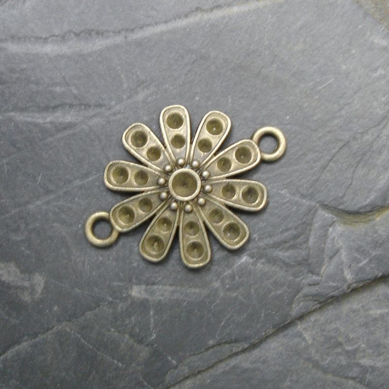 Konektor, mezikus květ 29x21mm - starobronzový