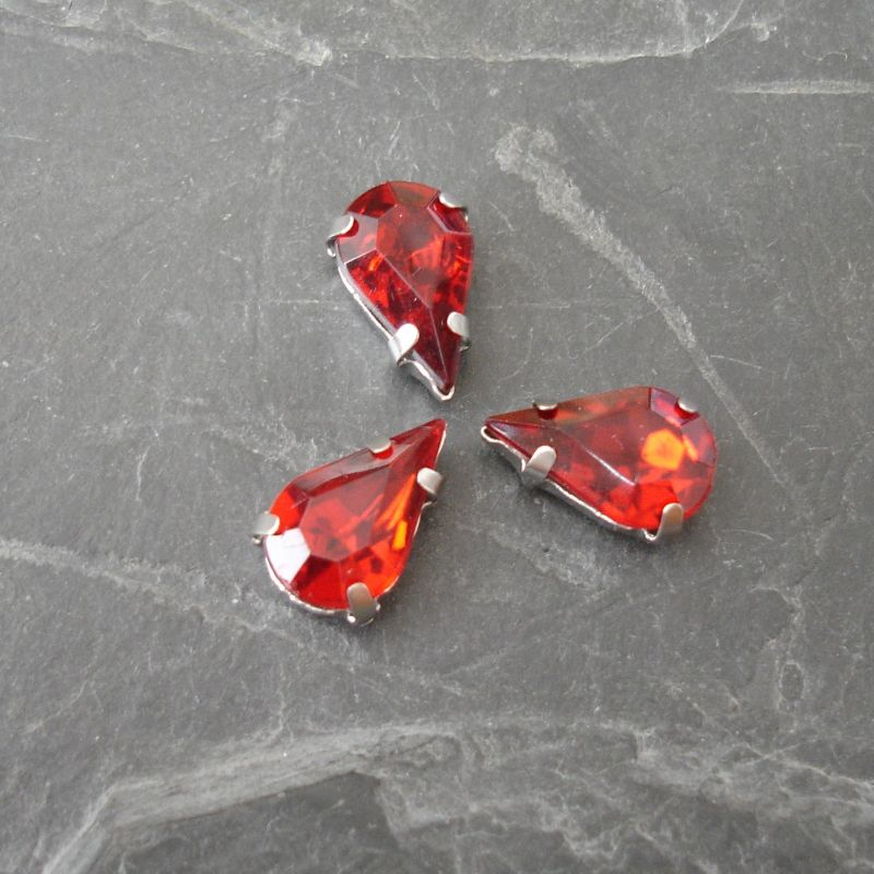 Našívací akrylové kamínky 13x8mm v kotlíku - světle červené - 1 ks