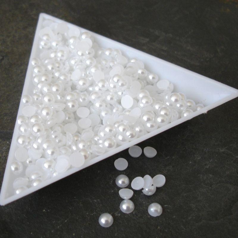 Plastové půlperle cca 4mm - bílé - 100 ks