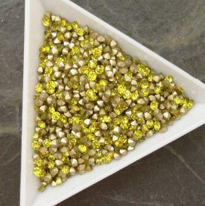 Skleněné šatony cca 2,6 - 2,7 mm - žluté - 50 ks