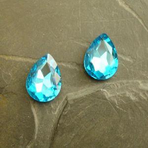 Skleněný broušený kamínek kapka 13x18mm - azurový