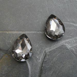 Skleněný broušený kamínek kapka 13x18mm - černý kouřový