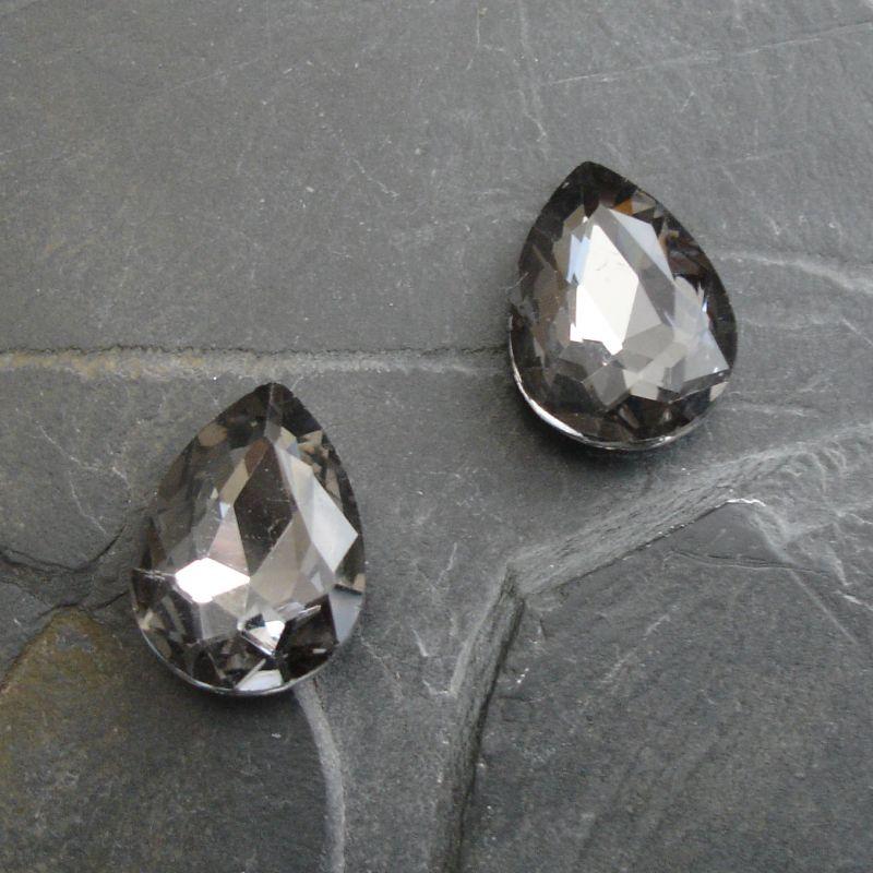 Skleněný broušený kamínek kapička 18 mm - černý kouřový