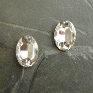 Skleněný broušený kamínek ovál 18 mm - čirý