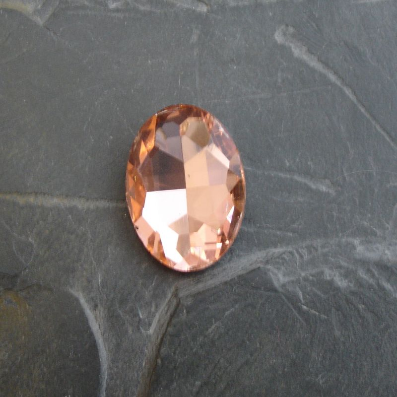 Skleněný broušený kamínek ovál 25 mm - broskvový - 1 ks