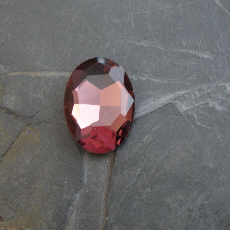 Skleněný broušený kamínek ovál 25 mm - fialovorůžový - 1 ks