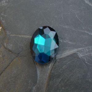 Skleněný broušený kamínek ovál 25 mm - modrozelený