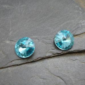 Skleněný broušený kamínek 10mm - azurový