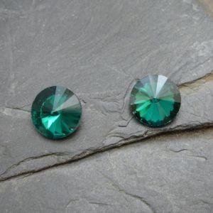 Skleněný broušený kamínek 10mm - zelený tm.