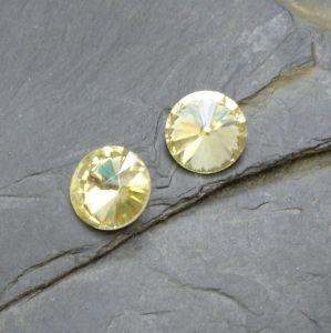 Skleněný broušený kamínek 10mm - žlutý sv.