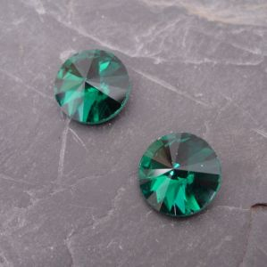 Skleněný broušený kamínek 8mm - zelený tm. - 2 ks