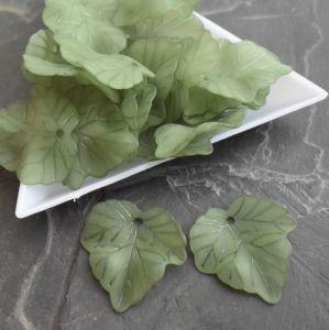 Akrylový lístek 24x22,5 mm - zelený - 3 ks