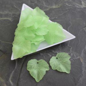 Akrylový lístek 24x22,5 mm - zelený sv. - 3 ks