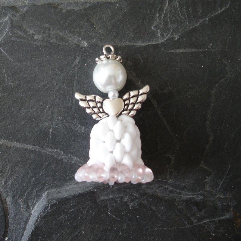 Andílek šitý z korálků - bílo-růžový - 1 ks Jelínková Martina