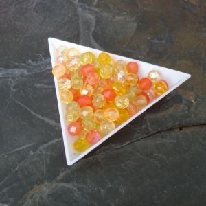 Broušené korálky 6mm - mix žluto-oranžový - 20 ks