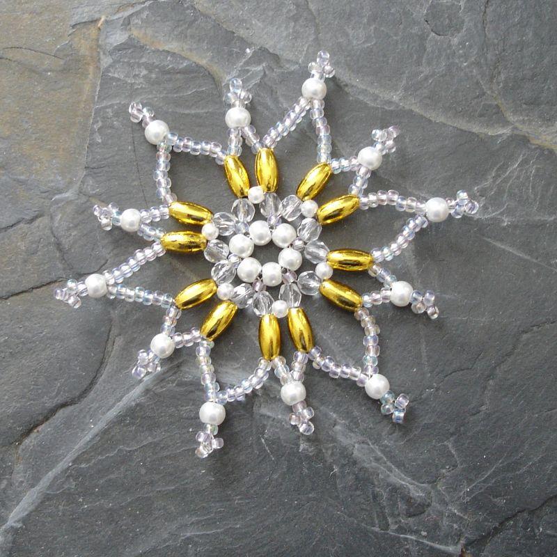 Hvězda z korálků č. 2 - bílo-zlatá - 1 ks Jelínková Martina