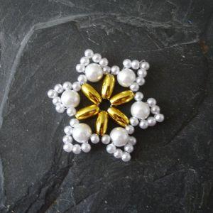 Hvězda č. 9 - bílo-zlatá - 1 ks
