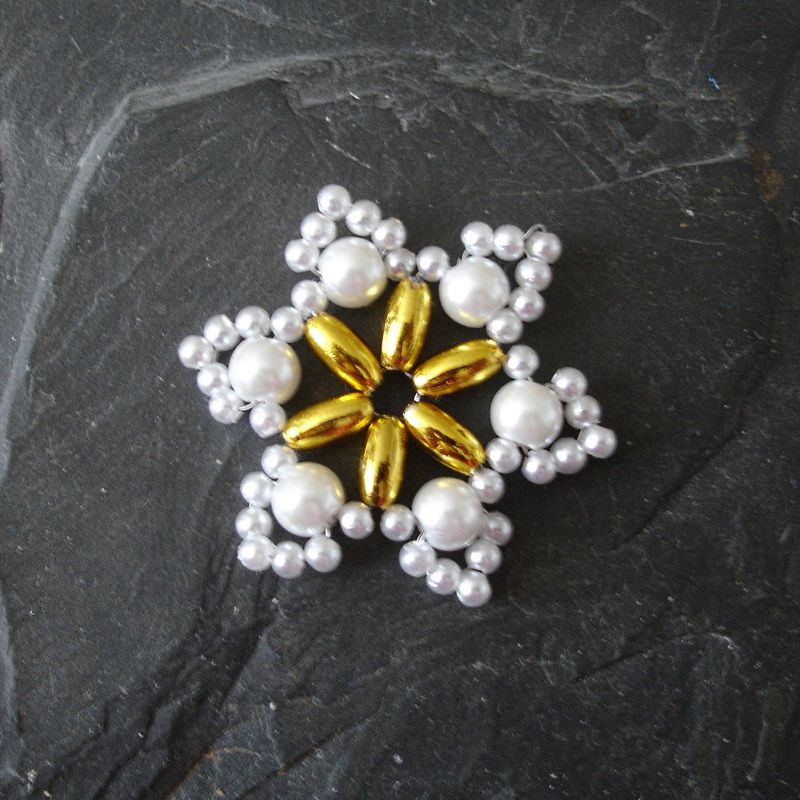Hvězda z korálků č. 9 - bílo-zlatá - 1 ks Jelínková Martina