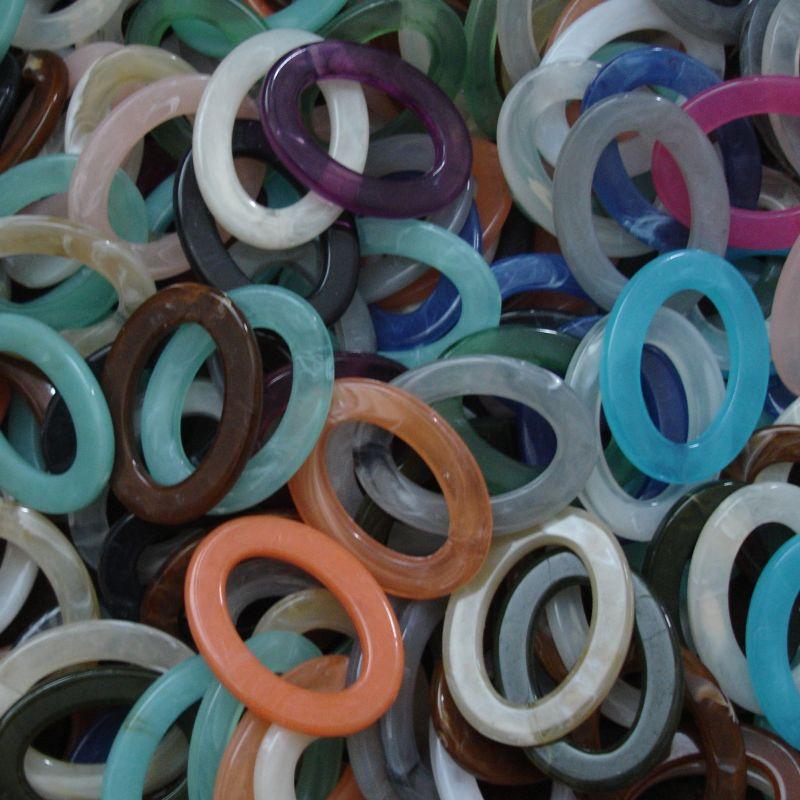 Plastový ovál cca 37x28x3,5 mm - mix - 10 ks