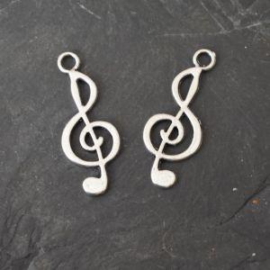 Přívěsek houslový klíč 24,5x9,5 mm - starostříbrný - 1 ks