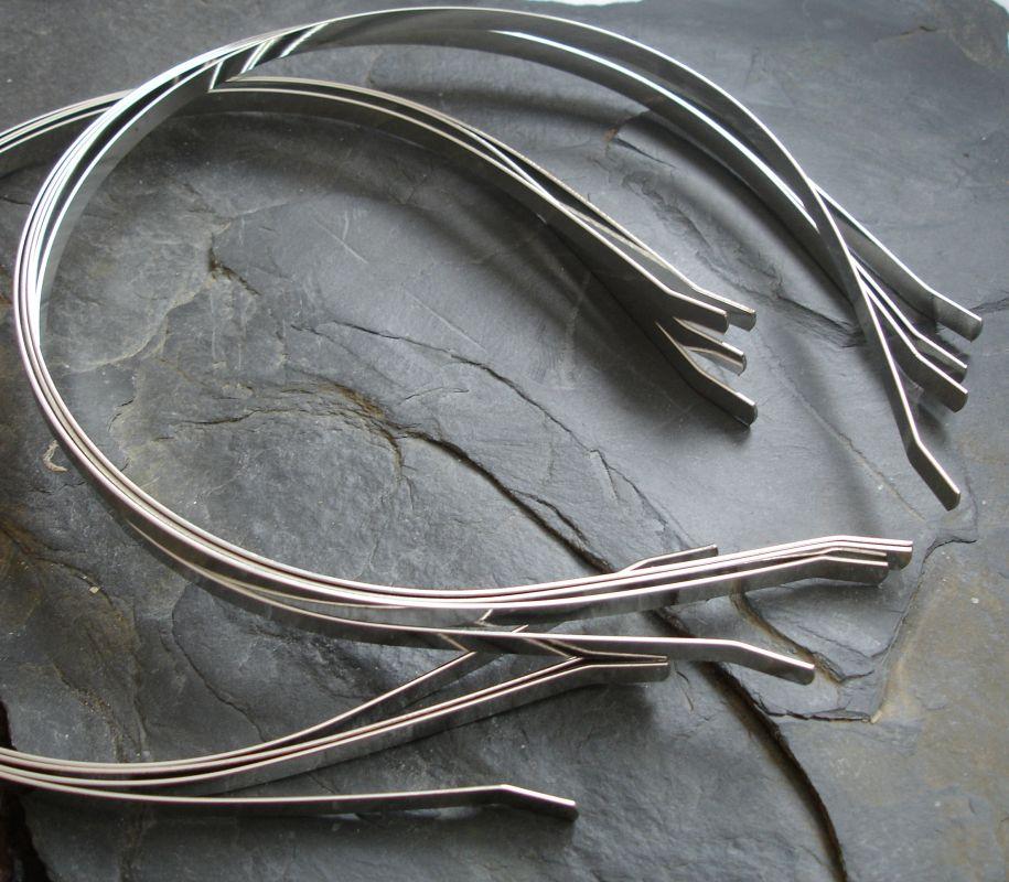 Základ na čelenku 4mm - vn.p.110mm - platinová - 1 ks