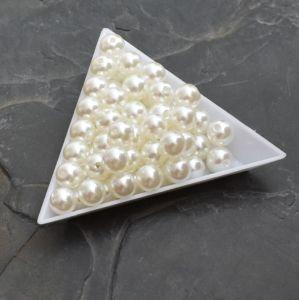 - Plastové korálky 4mm -  krémové světlé